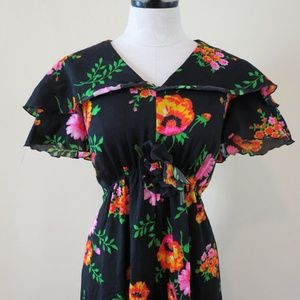 Dresses & Skirts - Vintage Floral Maxi Dress